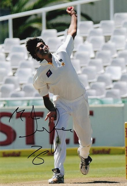 Mohammad Irfan, Pakistan, signed 12x8 inch photo. (2)
